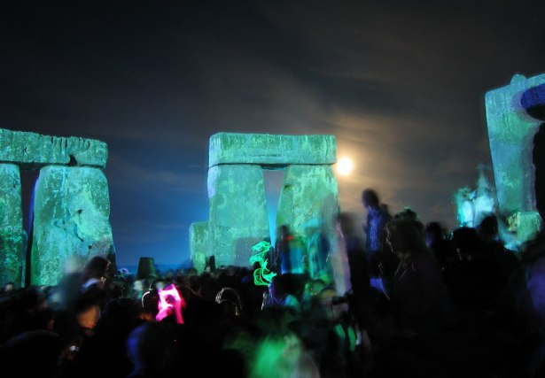 rave_in_the_henge_2005